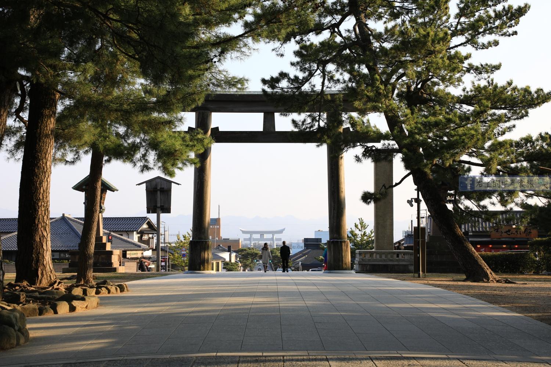 山陰 島根旅遊 出雲大社.含交通攻略:祈求姻緣必訪的超靈神社 @右上世界食旅