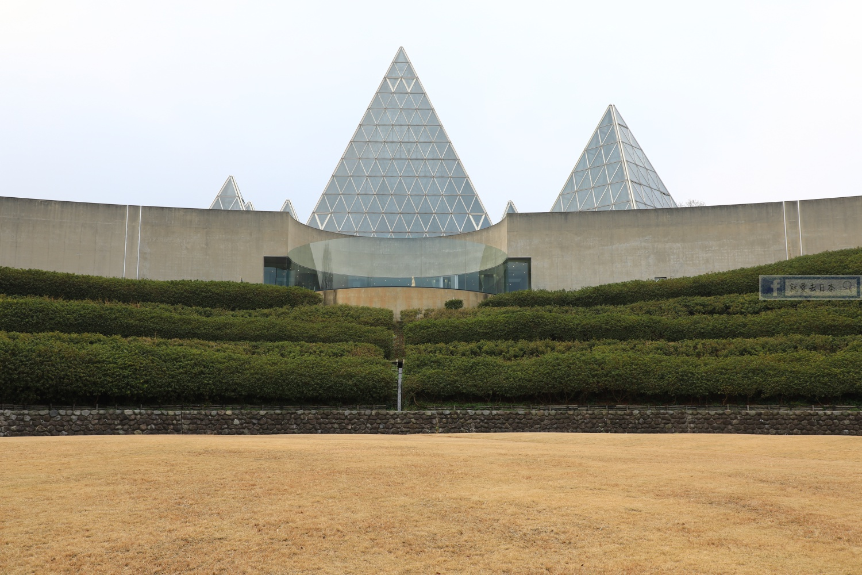 島根旅遊-世界最大沙漏,一次計算一年!免費玩砂畫、看砂的故事:仁摩砂博物館 @愛旅行 - 右上的世界食旅