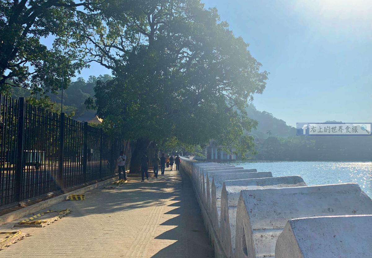 斯里蘭卡行程之3-康提市區遊覽:旅客必訪佛牙寺.午餐:KCC美食街 @右上的世界食旅