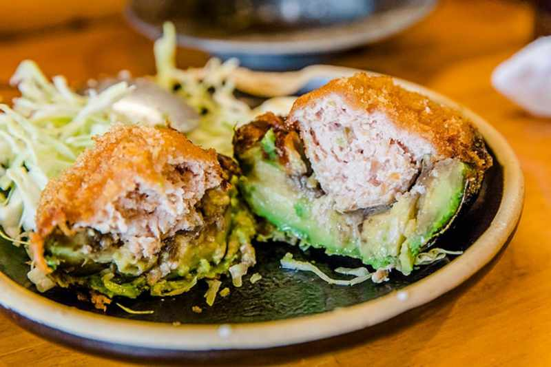 東京 羽田機場美食|飛行機雲鬆餅.賓士專門店特製甜點:Mercedes me Tokyo HANEDA飛行機雲パンケーキ @右上的世界食旅