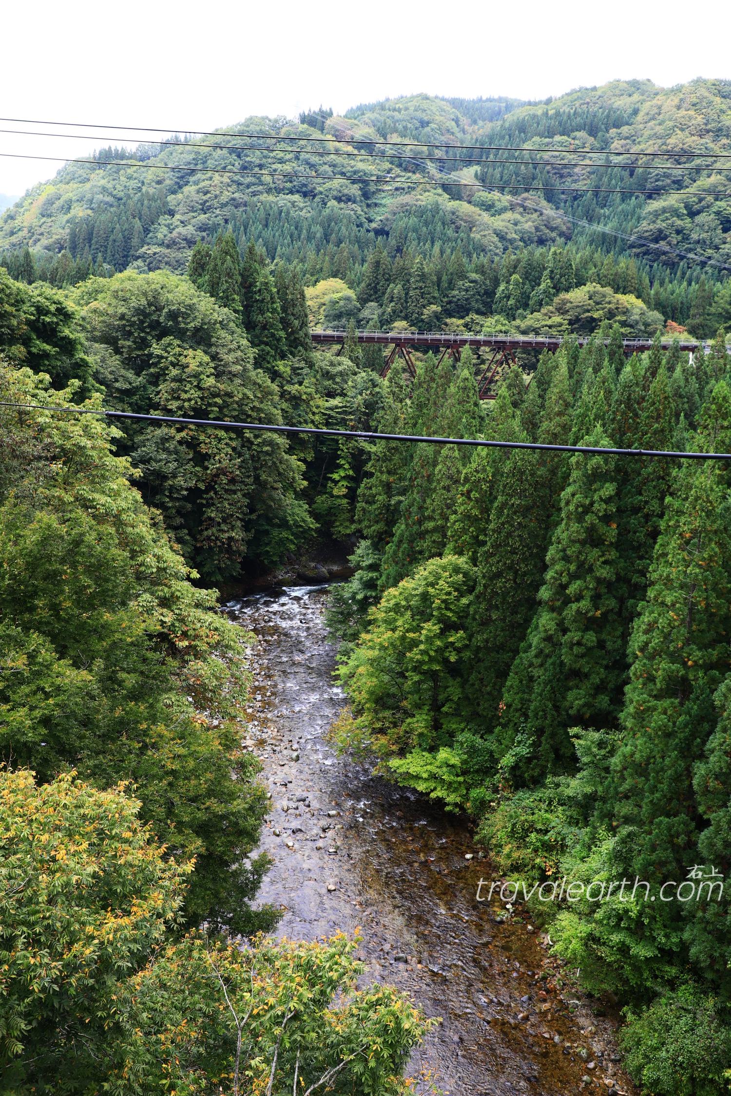 秋田內陸線搭乘攻略&內陸線八景鐵道攝影:大又川橋梁、森吉山眺望、比立內橋樑 @右上世界食旅