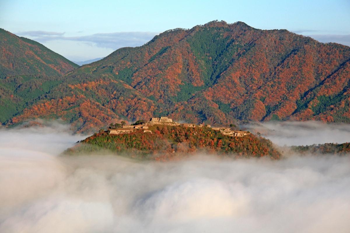 兵庫秘境:竹田城跡.天空之城(日本百大名城) @右上的世界食旅