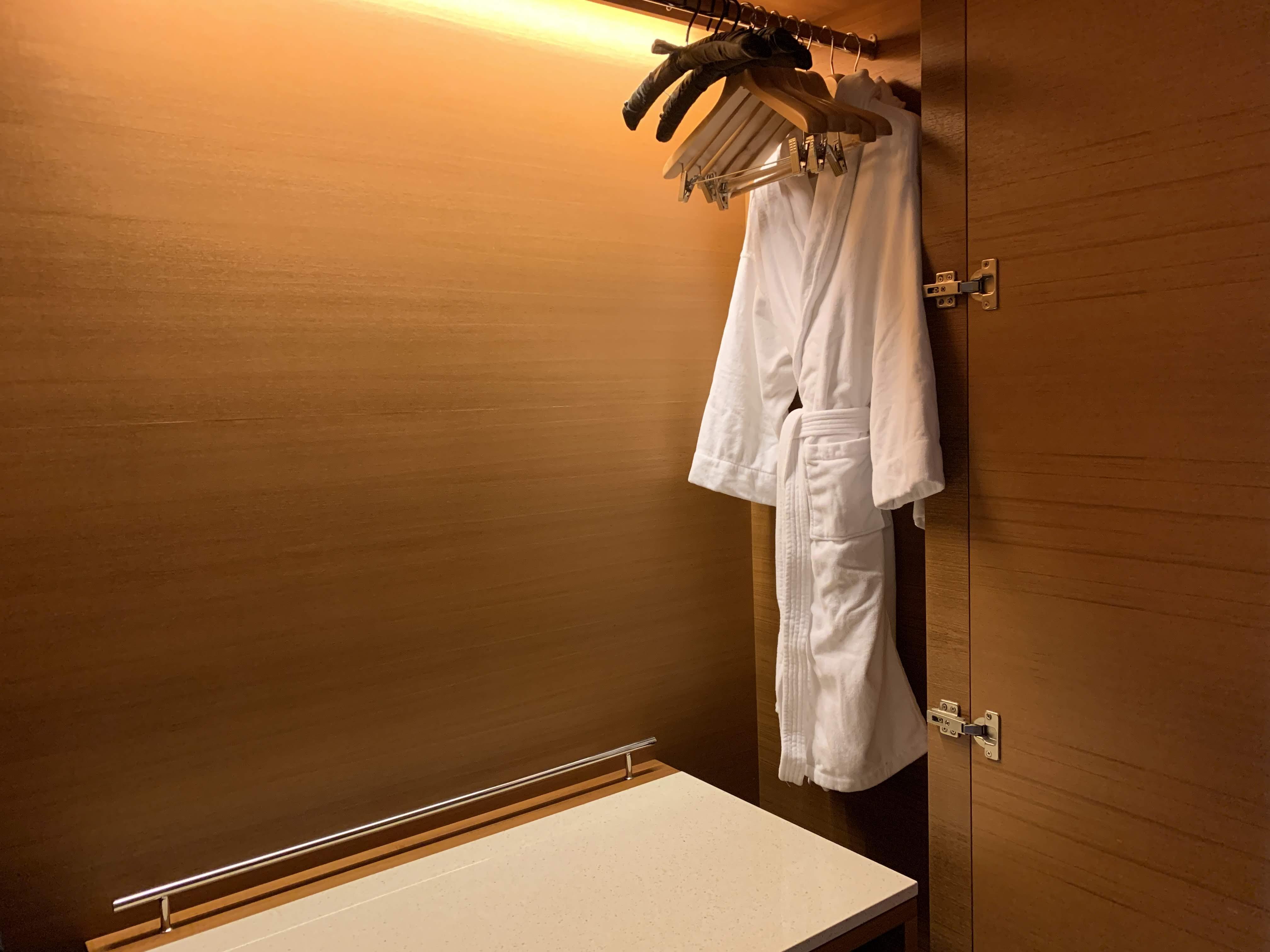 台北飯店-價值五萬經典皮椅、Dyson與歐舒丹備品,細節貼心的住宿:誠品行旅 @右上世界食旅