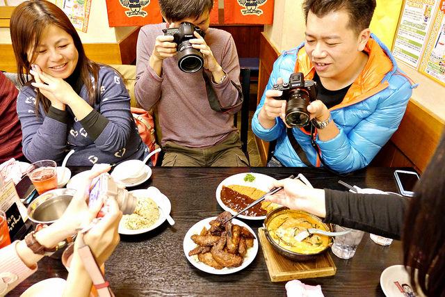 名古屋美食-好吃到舔手指!最強雞翅:世界之山將手羽先(世界の山ちゃん) @右上的世界食旅