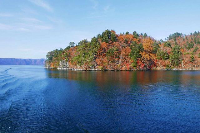 奧入瀨溪.十和田湖怎麼去?搭JR巴士的三種方式、秋季賞楓實景 @右上世界食旅
