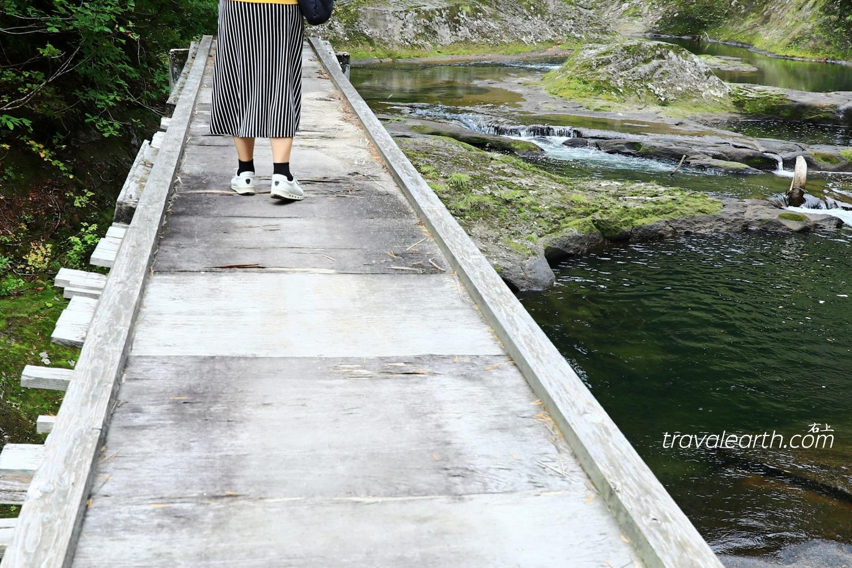 秋田最後秘境-火山岩、壺穴瀑布:太平湖.小又峽半日遊&入住溫泉飯店:森吉山莊 @右上的世界食旅