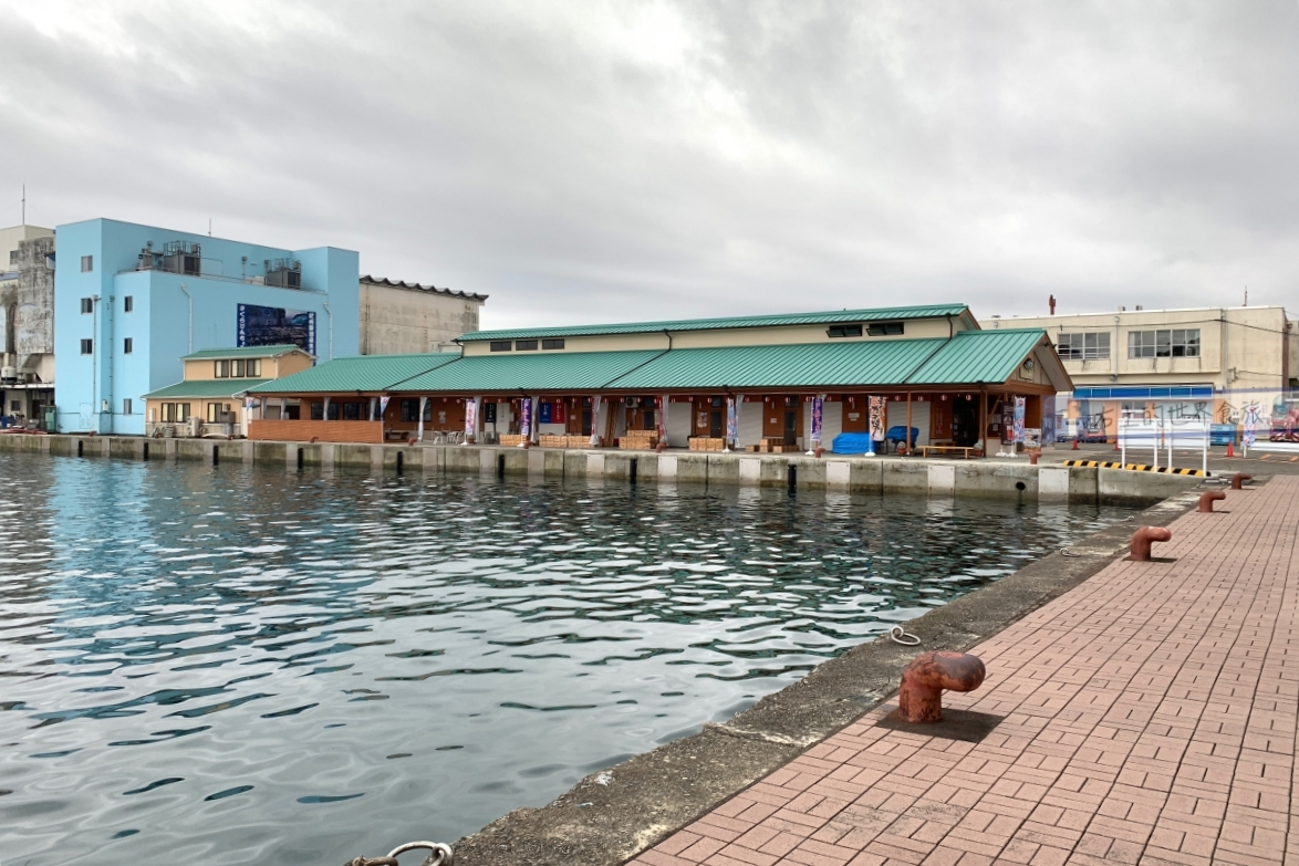 和歌山紀伊勝浦魚市看鮪魚競標&文青必去的雨間咖啡 @右上的世界食旅
