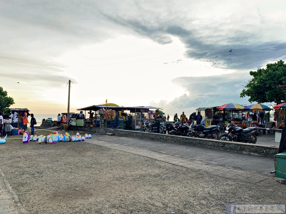斯里蘭卡12-漫步落日與朝陽並存的馬塔拉海灘與旅館.美食.景點一日遊&住宿推薦 @右上的世界食旅