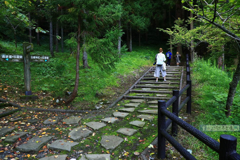 秋田 象潟-自然美景秘境.指定國家名勝:奈曾白瀑布(奈曽の白滝) @右上的世界食旅