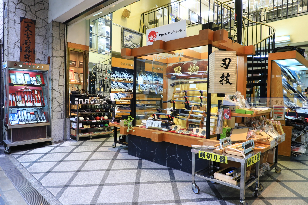 大阪 千日前道具屋筋商店街:日式餐具、烹飪廚具上百萬種,挑到眼花撩亂 @右上的世界食旅