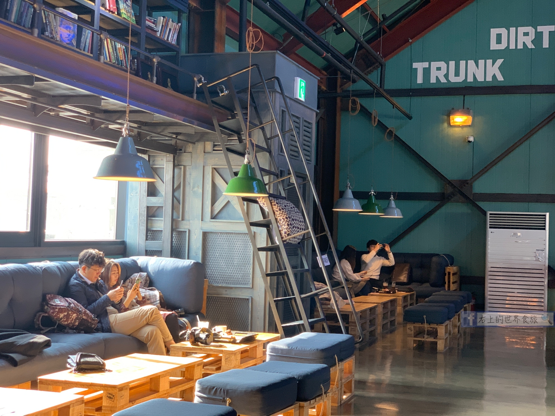 首爾網美咖啡-戲劇化大階梯.英倫工業風麵包咖啡店:DIRTY TRUNK COFFEE FACTORY(더티트렁크) @右上的世界食旅