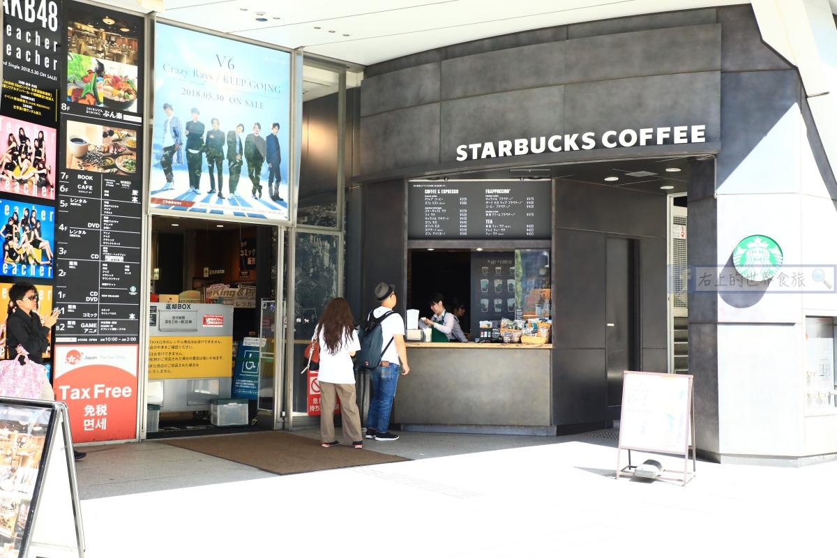 東京 涉谷旅遊|星巴克 涉谷站前TSUTAYA店:涉谷十字路口前看人潮,營業到早上四點 @右上的世界食旅