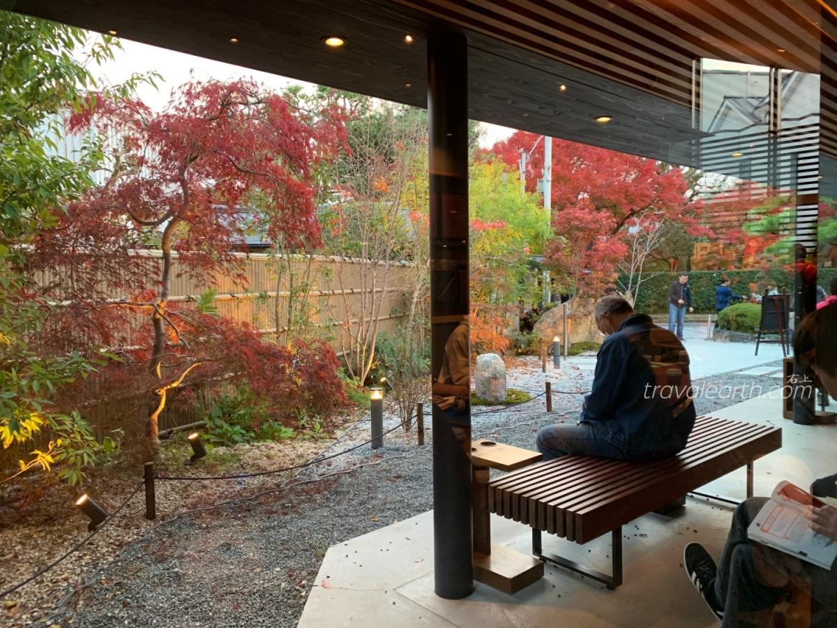 日本和風星巴克又一間!超美秋楓庭院:京都宇治平等院表參道店 @右上的世界食旅